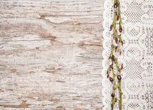 Påskgarnering med hängear och snör åt torkduken Royaltyfri Fotografi