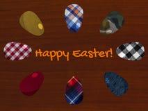 Påskhälsningkort med tyg texturerade ägg på träbakgrunden royaltyfri bild