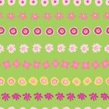 Påskmodelltegelplatta Blommor i för vektorbakgrund för rader sömlös gräsplan Blom- illustration av utdragen rosa gul sommar för h royaltyfri illustrationer