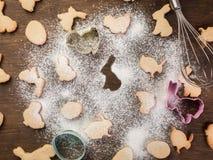 Påskpepparkakakakor Ägg och kaniner arkivfoto