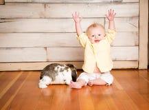 Påskpojke och kanin royaltyfria bilder