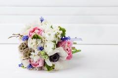 Påskrosa färg- och vitbukett Royaltyfri Bild