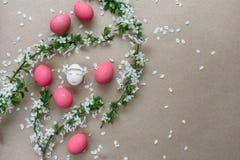 Påsksammansättning med målade ägg Royaltyfri Bild