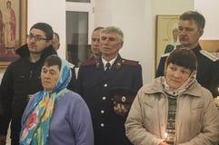 Påskservice i den ortodoxa kyrkan i den Kaluga regionen av Ryssland Arkivbild