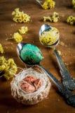 Påskstilleben med ägg Arkivbild