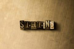 PÅSTÅ - närbild av det typsatta ordet för grungy tappning på metallbakgrunden Vektor Illustrationer