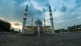påstår filmisk längd i fot räknat för Time Lapse 4K av Selangor moskén i Shah Alam, Malaysia stock video