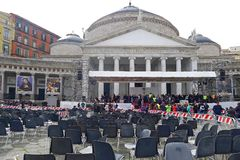 Påve Francis i Naples Piazza Plebiscito efter påvemassen Royaltyfria Bilder