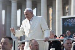Påven välsignar troget royaltyfri fotografi