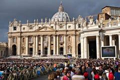 Påvliga åhörare i Sts Peter fyrkant Fotografering för Bildbyråer