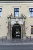 Påvligt fönster i Krakow Royaltyfri Foto