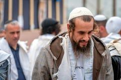 Pèlerin de Hasid sur la rue de ville Uman, Ukraine - 21 septembre 2017 : vacances Rosh Hashanah, nouvelle année juive Photos stock