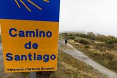 Pèlerin sur le Camino De Santiago un jour pluvieux photographie stock libre de droits