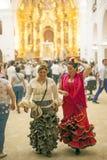 Pèlerins à l'intérieur de l'ermitage de l'EL Rocio, Espagne Images libres de droits