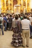 Pèlerins à l'intérieur de l'ermitage de l'EL Rocio, Espagne Photographie stock