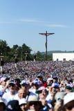 Pèlerins au sanctuaire de Fatima pendant les célébrations de l'apparition de Vierge Marie en Fatima, Portugal photographie stock
