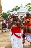 Pèlerins dans Anuradhapura, Sri Lanka Image stock