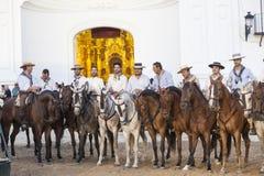 Pèlerins devant l'ermitage en EL Rocio, Espagne Photographie stock
