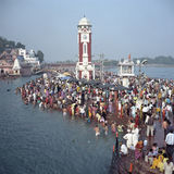 Pèlerins indous, rivière le Gange, Haridwar, Inde Images libres de droits