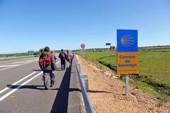 Pèlerins sur le chemin vers Santiago, par l'intermédiaire de De La Plata, province de Badajoz, Espagne Photos libres de droits