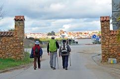 Pèlerins sur le chemin vers Santiago, par l'intermédiaire de De La Plata, province de Monesterio de Badajoz, Espagne Photo libre de droits