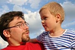 Père avec le fils image stock