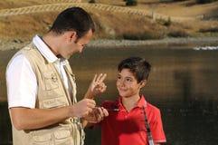 père avec le fils et le temps libre Photographie stock libre de droits