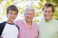 Père avec le sourire de fils et de fils Photographie stock libre de droits