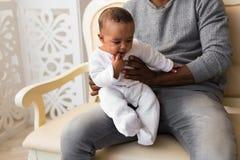 Père And Baby Boy d'afro-américain Images libres de droits