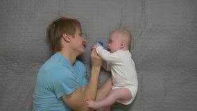 Père And Baby Pacifier banque de vidéos