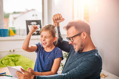 Père And Daughter Cheering Photo stock