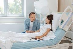 Père de soin beau s'inquiétant de sa fille Photo libre de droits