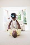 Père de sourire heureux tenant sa fille Photos libres de droits