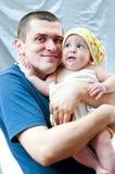Père drôle et son petit fils Homme et enfant images stock