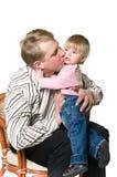 Père embrassant un enfant Photo stock