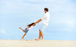 Famille en bonne santé d'amusement images libres de droits