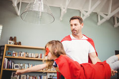 Père et fille avec le costume de super héros Photographie stock libre de droits
