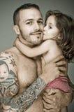 Père et fille, homme avec le tatouage Photos stock