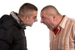 Père et fils ayant un argument images stock