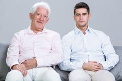 Père et fils détendant ensemble Photographie stock