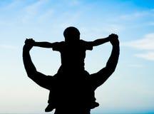 Père et fils de silhouette Photo libre de droits