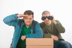 Père et fils des homosexuels Verticale dans le studio sur le blanc Image stock