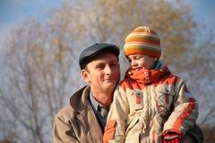 Père et fils en bois Image stock
