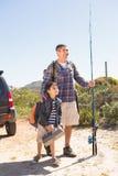 Père et fils en voyage de pêche Photo libre de droits