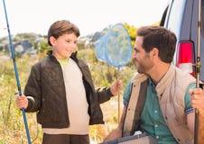 Père et fils en voyage de pêche Photos libres de droits