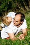 Père et fils extérieurs photographie stock libre de droits