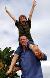 Père et fils heureux Photo stock