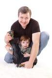 Père et fils. Homme entre deux âges jouant avec le garçon Photo libre de droits