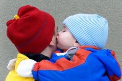 Père et fils - le baiser Photographie stock libre de droits