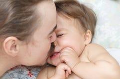 Père et petite fille ayant l'amusement Photo libre de droits